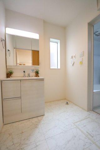 朝の身支度には欠かせない独立洗面化粧台 三郷新築ナビで検索