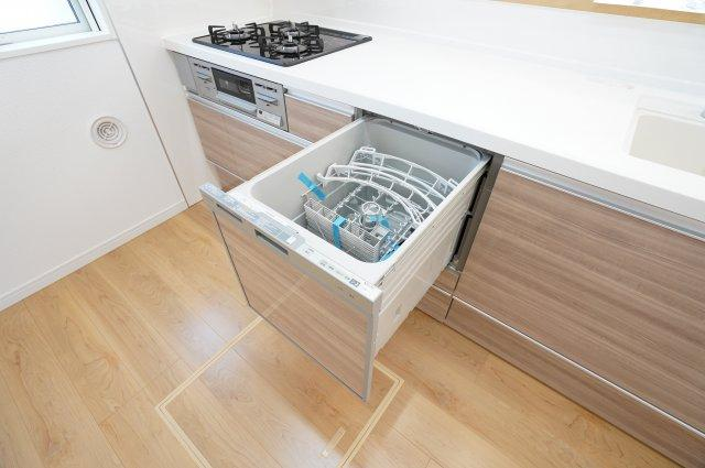 キッチンにはママに嬉しい食洗機付!