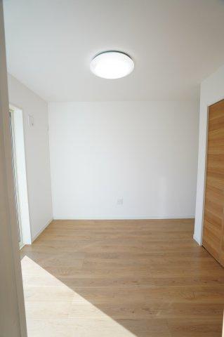 1階5帖の洋室!客間としてやお子様の遊ぶスペースに!