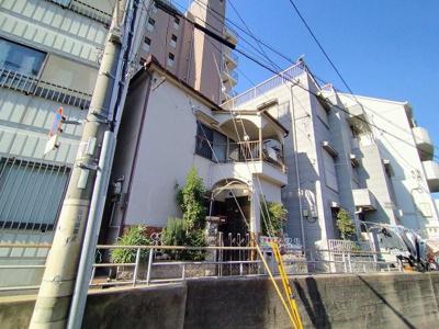 高台に位置した中古戸建です。