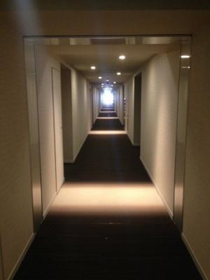 冬暖かく、夏涼しく快適な内廊下設計
