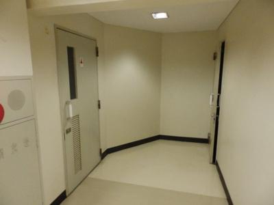建物内廊下になります。