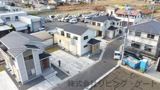 新築住宅が建ち並ぶ新しい街。とてもすっきりとした街並みです。