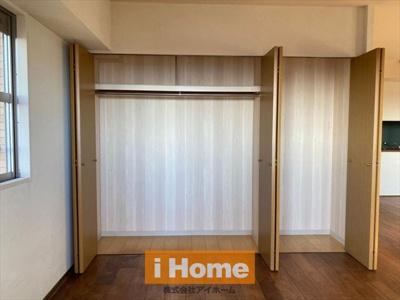 【LDK 約22.2帖/収納】 南面と西面の2面採光のため陽当り&通風良好です! 床暖房完備しています!
