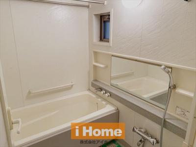 浴室暖房乾燥機付きです! 窓もありますよ!