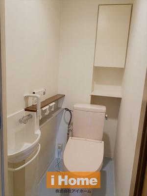 トイレには手洗いカウンターが付いています!