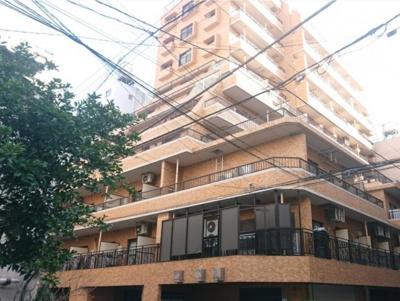 昭和60年築の新耐震マンション 外観はライトブラウン基調です。