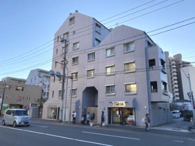 総戸数40戸、平成元年6月築のマンションです。 専有面積56.11平米、2LDKのお部屋となります。