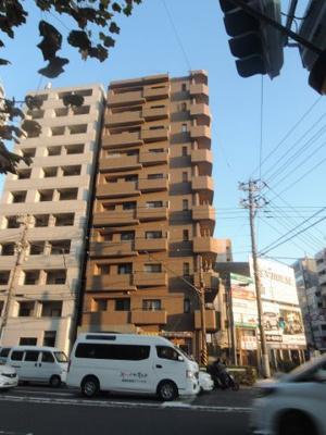 総戸数19戸、平成10年4月築のマンションです。 専有面積37.67平米、1LDKのお部屋となります。