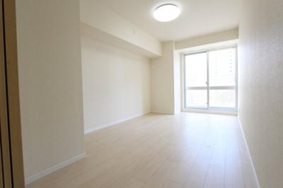 広々とした洋室です:リフォーム完了しました♪平日も内覧出来ます♪三郷新築ナビで検索♪