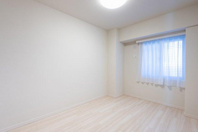 クレアホームズ北浦和楓雅の邸:約6.0帖の洋室には、北向きの窓とウォークインクローゼットが付いています!