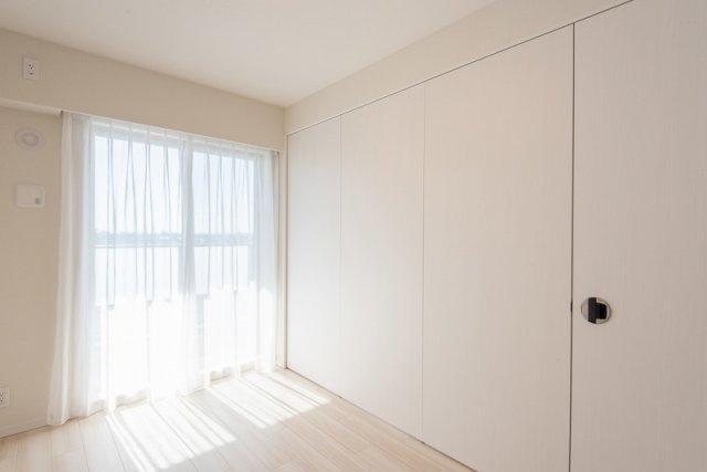 クレアホームズ北浦和楓雅の邸:南向きの窓があり、間仕切りを閉めても明るい一室として活用できます!