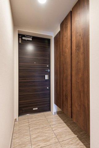 クレアホームズ北浦和楓雅の邸:玄関には大容量のシューズボックスが付いています!