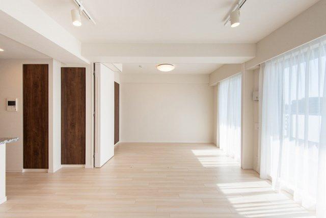 クレアホームズ北浦和楓雅の邸:可動式間仕切りになっており、開放すれば約18.7帖の一室として活用することもできます♪