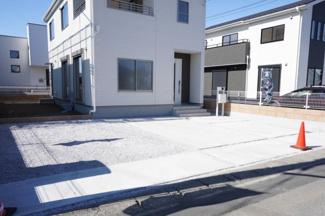 駐車スペースは3台以上可能です。
