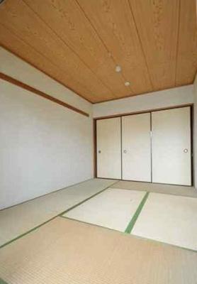 落ち着いた玄関です(同物件別部屋の写真)