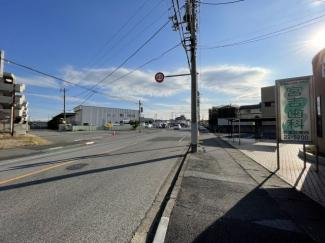 前面道路からは16号や多方面にアクセス可能。