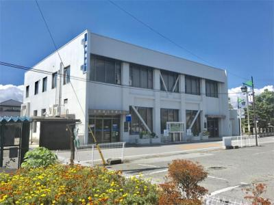 滋賀銀行豊郷支店(717m)