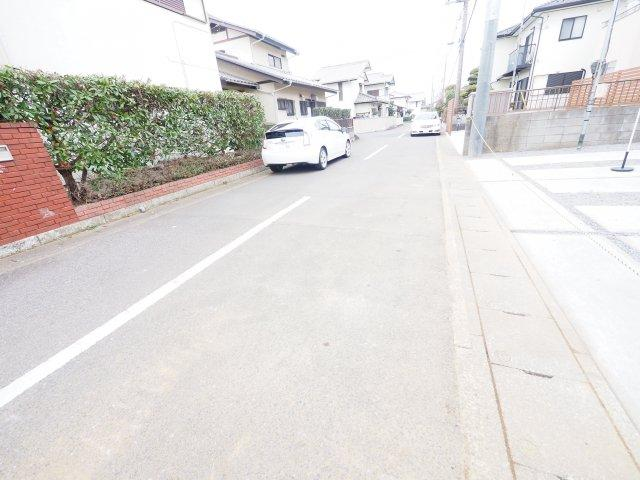 ゆとりある駐車スペースは、親戚や友達が遊びにきても敷地内に駐車でき、近所に迷惑かけなくてすみます