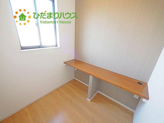 書斎に、テレワークルームにお使いいただけ便利なスペースもございます!!