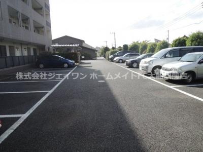 【駐車場】ラフィネ