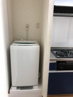 洗濯機置き場です。画像にある洗濯機はそのままお使いいただけます。
