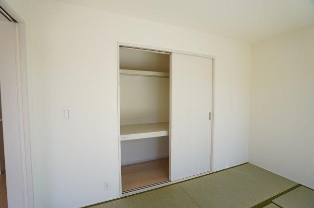 和室の押入にはお布団や座布団を収納できますよ。