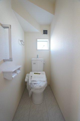 1階、2階とも温水洗浄便座のトイレです。