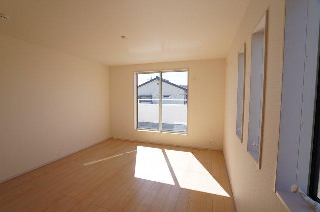 寝室も全窓複層ガラスで結露予防効果がありますよ。