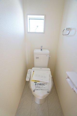 2階のトイレがあるので朝の重なる時間も安心です。