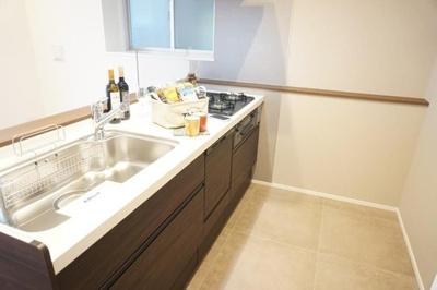 浄水機能・食洗機付システムキッチンにリフォーム済。