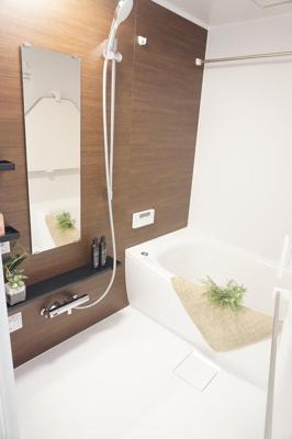 雨の日のお洗濯に便利な換気乾燥暖房機付の浴室にリフォーム済。