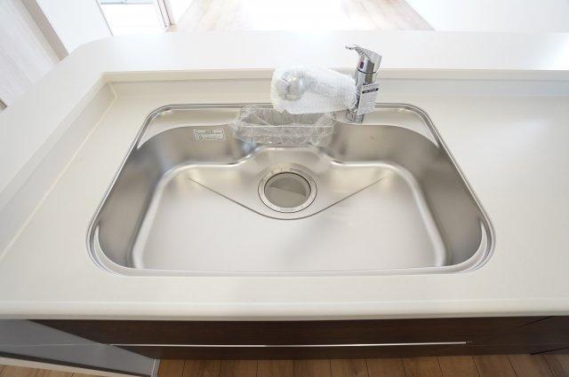 広~いシンクなのでお鍋やフライパンもラクラク洗えます。