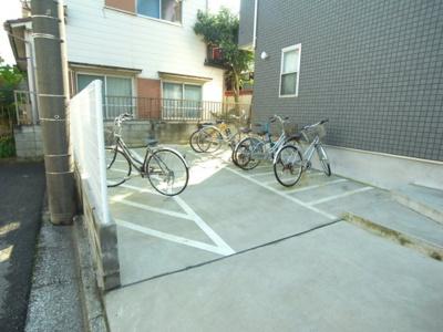自転車置き場もあります!