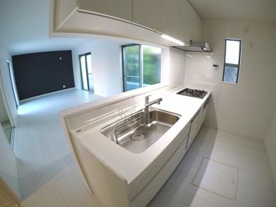 憧れの白いカウンターキッチン!便利な食器洗浄乾燥機付き!