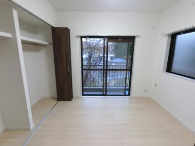 5.7帖の洋室 子供部屋やワークスペースとしても活用できます。