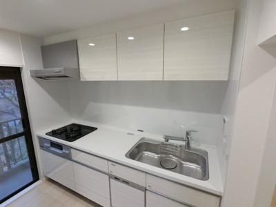 システムキッチン 3口ガスコンロ・食洗機付です。