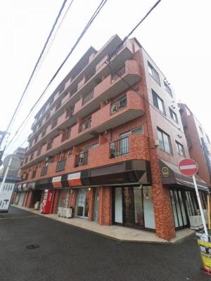 総戸数74戸、昭和58年6月築のマンションです。 専有面積51.15平米、2LDKのお部屋となります。