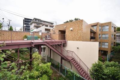 総戸数27戸、昭和55年7月築のマンションです。 専有面積63.28平米、2SLDKのお部屋となります。