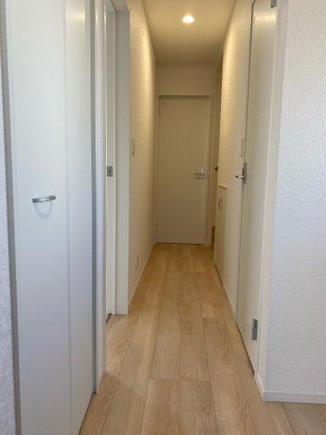 1階廊下2カ所収納あり