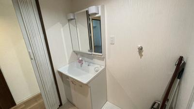 コンパクトで使いやすい洗面所です。