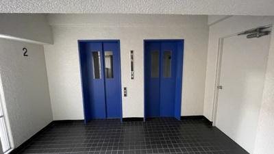 エレベーターは2基あるので便利です。