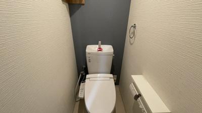 落ち着いた色調のトイレです。