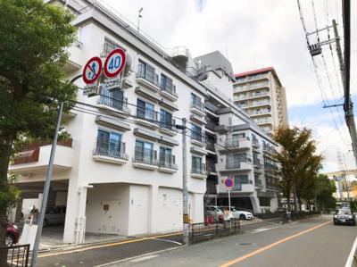 総戸数42戸の地上6階建です♪