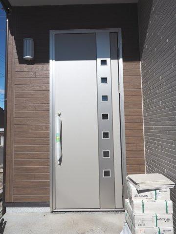 スタイリッシュデザインのドア!