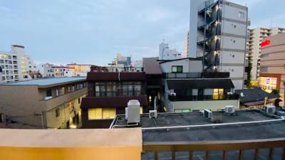 前面に棟がなく、開放的な眺望です。