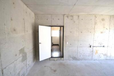 ガレージ内から室内へ出入り可能です。