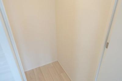 西向きバルコニーに面した洋室 約7.0帖の専用シャワールーム