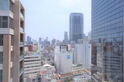 梅田センタービル裏側に立地するマンション。R2年建築です。