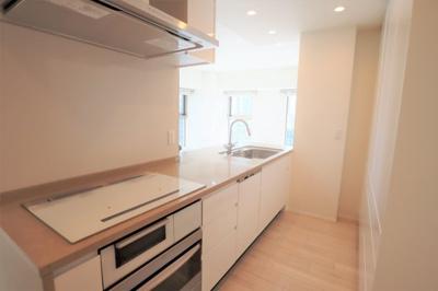 システムキッチンは安心のIHコンロ ディスポーザー・グリル・オーブン・食洗機が付いています♪